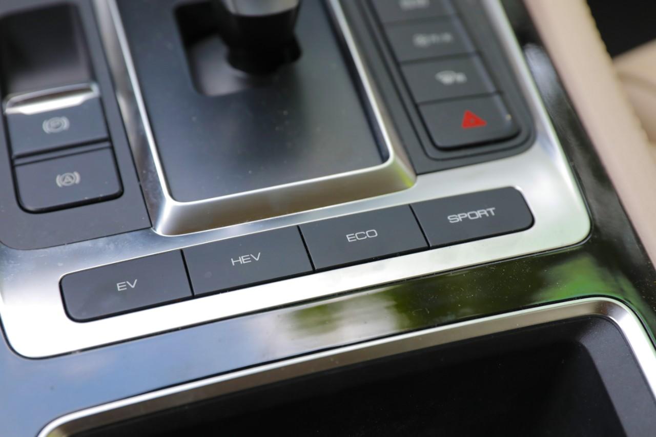6.9秒破百、超越iPhone车机,原来它是这样的MPV