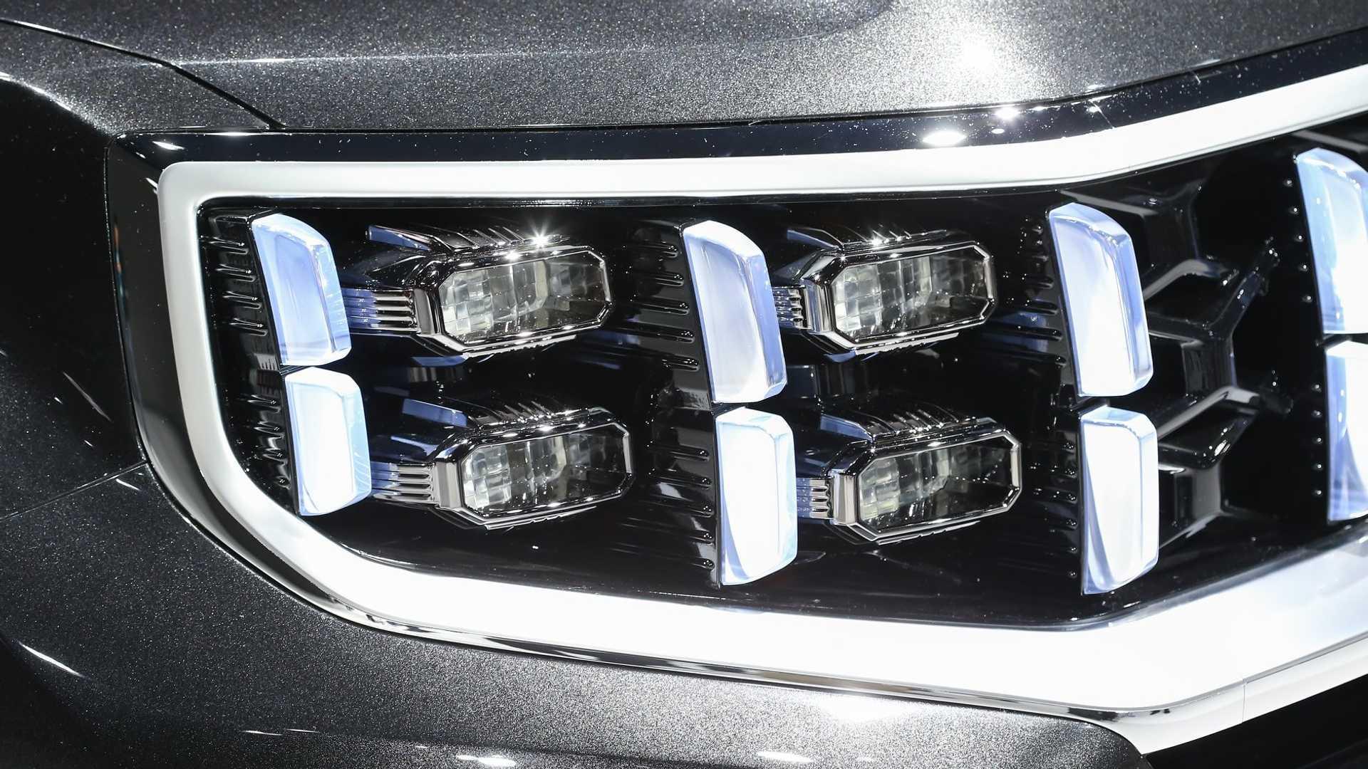 采用四眼LED大灯 起亚发布全新一代霸锐官图