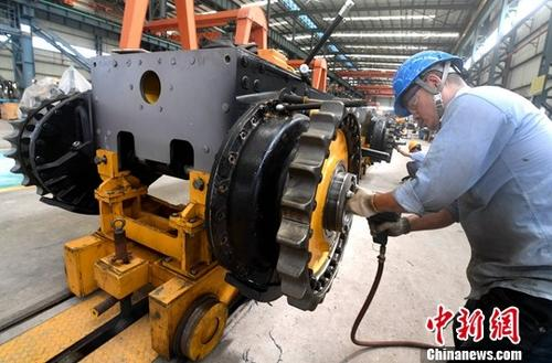 统计局:1-7月份工业生产基本平稳 同时面临下行压力