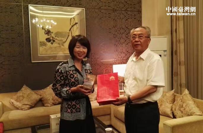沈阳市台办主任王羽轻会见台湾地区民意代表林丽蝉一行