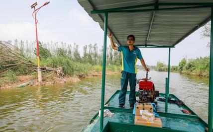 孤单的南四湖水上邮路,投递员王少朋跑了30多万公里
