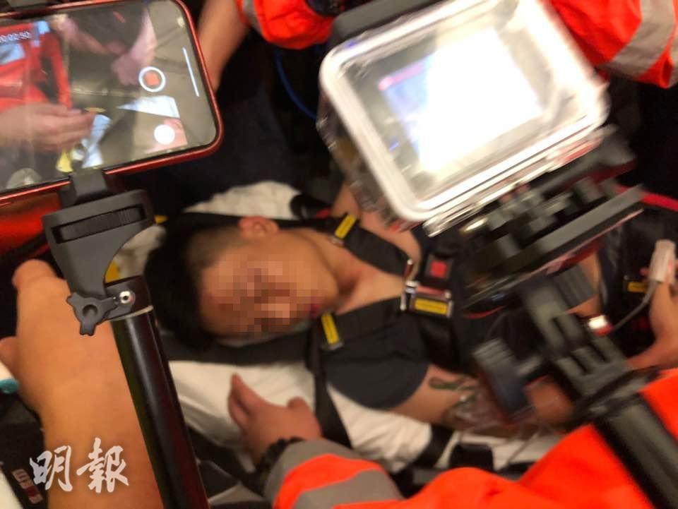 香港警方凌晨谴责机场暴力令人发指 已拘捕5人