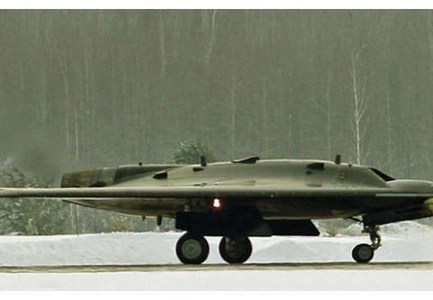 俄罗斯新款无人机试飞成功,酷似美军B-2,多亏此大国提供技术
