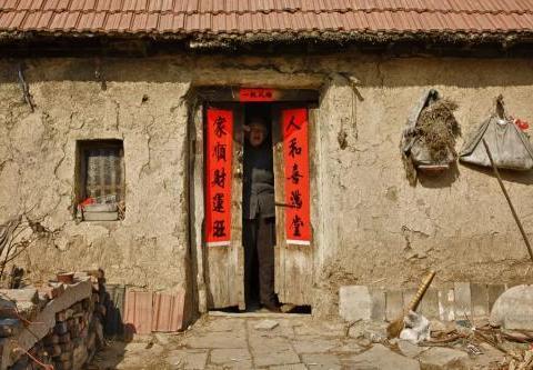 户口已迁出农村,所继承的祖宅还能修缮吗?应该怎么做?