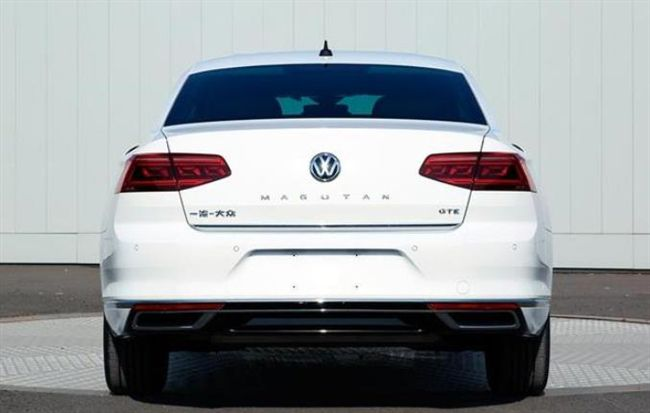 新款大众迈腾现身,2米8轴距+混动系统,车标带字母来了!