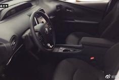 视频:新款丰田普锐斯,打开车门看到中控台后,买不买自己决定