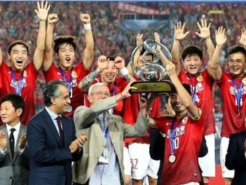 欣喜里皮高薪回归中国男足,一位国脚的职业生涯迎来重大转机!