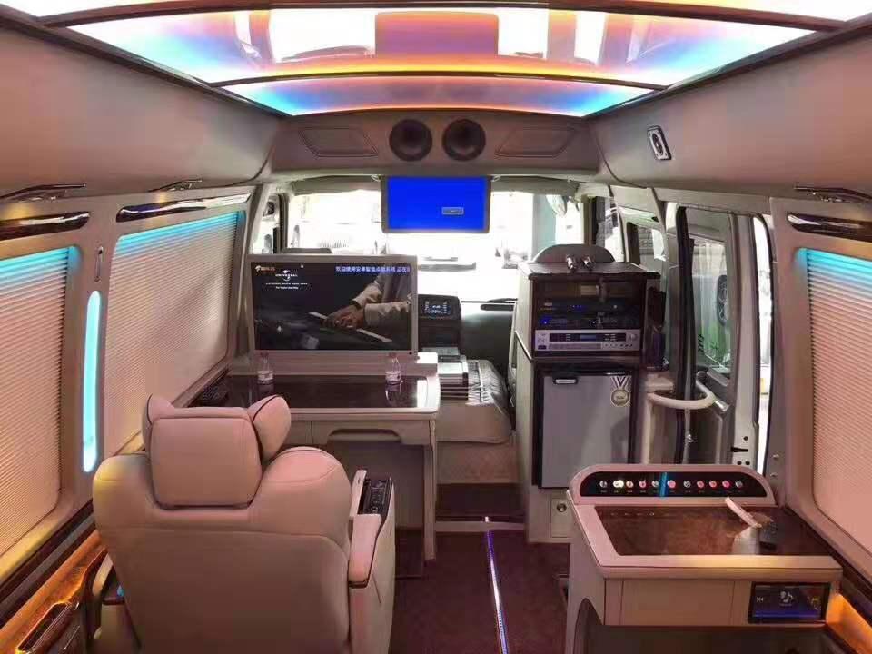 丰田考斯特改装豪华版中巴 升级埃尔法座椅 空间宽敞乘坐舒适