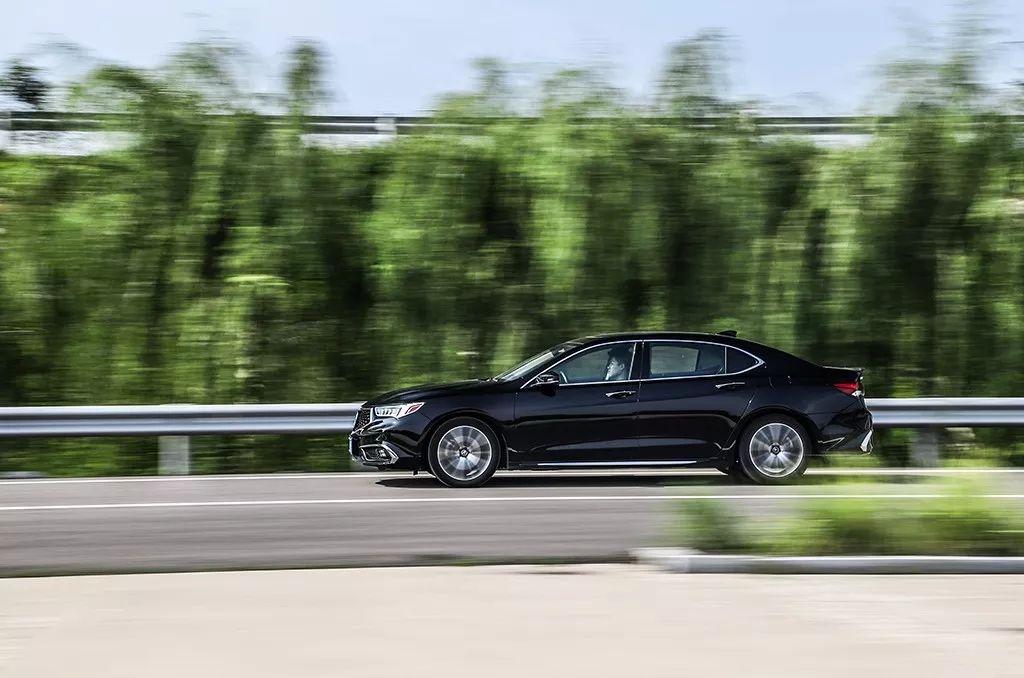 7.5折买台豪华中型车,车长近5米还送四年保养!