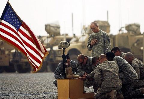 驻阿美军突遭友军袭击,不敢出营房半步,美方出具报告道出真相