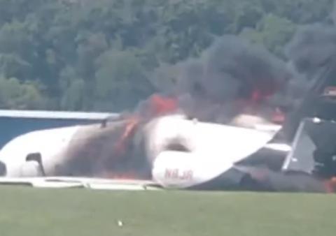 纳斯卡传奇车手Dale Earnhardt Jr.飞机着火失事
