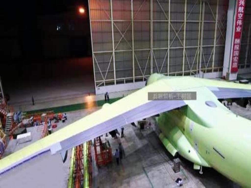 还有很多部件(机翼/机身)接受测试,这就说明运20应用了国际流行的脉动