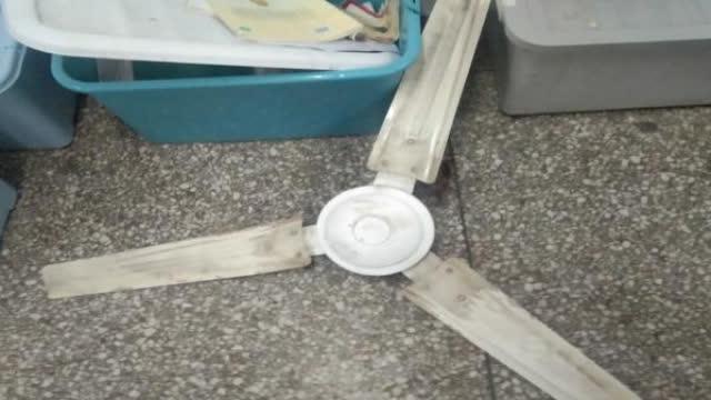 【担事生!#教室吊扇突然掉落#,高三学生