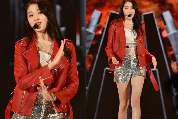 同样是穿红色外套的女星,赵丽颖软萌,热巴美,关晓彤一言难尽