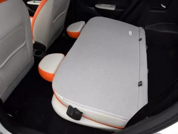 谁才是精品纯电小车性价比之选丨易至EV3 VS 欧拉R1