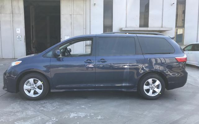 全新丰田塞纳豪华版车型