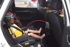 视频:荣威RX3一体式儿童安全座椅公开螺旋翻滚测试
