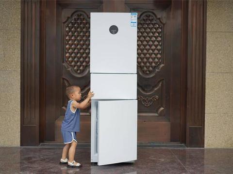 美的230升三门无霜大眼萌冰箱:颜值在线,小户型也有好选择