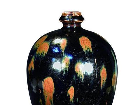 金元时期的钧窑瓷器,开始追求色斑工艺,装饰手法愈见成熟