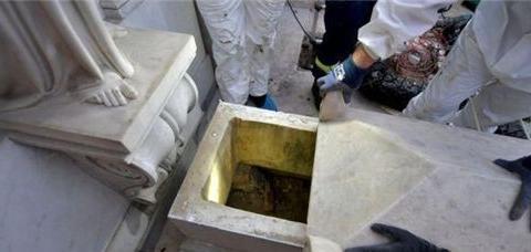 梵蒂冈少女失踪36年,匿名信引出千余件骸骨,教皇暗指神秘仪式
