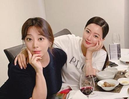 韩国女演员金喜善罕见现身,少女感强丝毫不显老