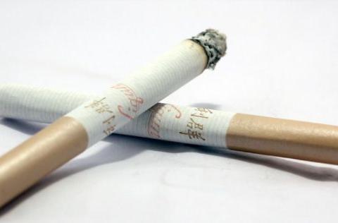 烟草员工:价格不同的香烟有什么不同?烟民:竟然一直买错了!