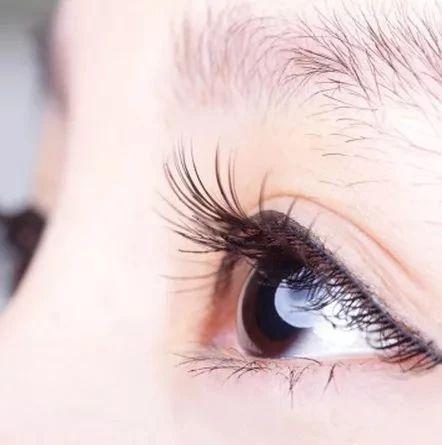 这样睡觉会影响视力,严重可失明!你可能也这么睡......
