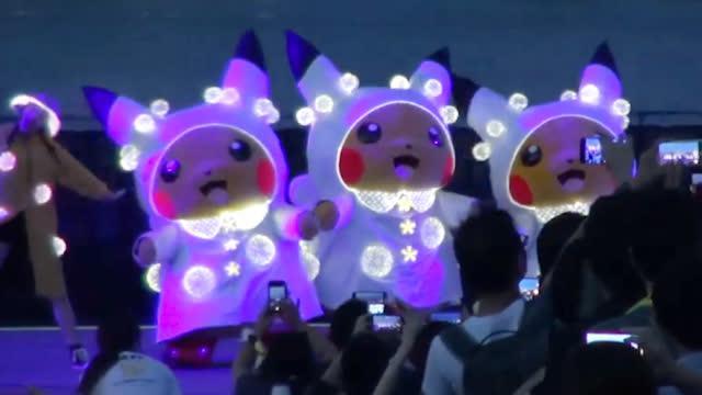 视频:高萌暴击!数千只皮卡丘在日本横滨萌一脸