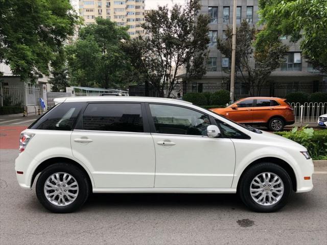 自主品牌纯电车型先驱,起售30万续航400,网友:这不是出租车吗