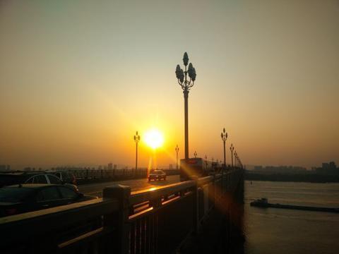 中国第一座自主建造的长江大桥,入选吉尼斯世界纪录,你去过吗?