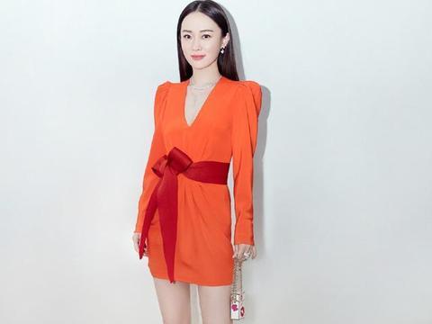 38岁霍思燕不愧是辣妈代表,一身便利贴超短裙,身上丝毫没有赘肉