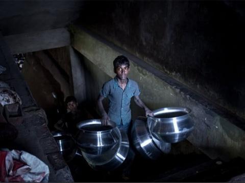 直击孟加拉童工的催泪生活,每天工作12小时,收入仅为2美元