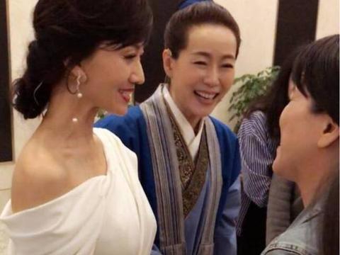 21年后,《新白娘子传奇》主演56岁叶童满眼皱纹,却不失优雅!