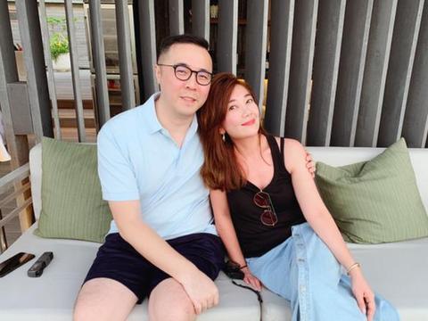 梁静茹富商老公被曝与猫女郎亲密合影,否认出轨紧急关闭账号