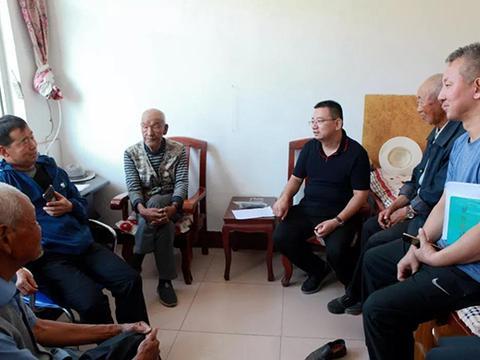 吕梁市民政局党组书记郭清智在岚县就农村养老服务工作调研