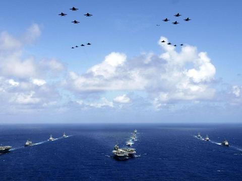 航空母舰编队的指挥与舰艇编队相比有何差别?