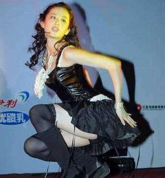 """刘亦菲早年有多敢穿,一出场下半身被锁定,""""神仙姐姐""""堕落过?"""