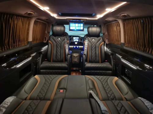 19款奔驰威霆2.0配置 双侧电动门多项商务座椅 满足出行需求