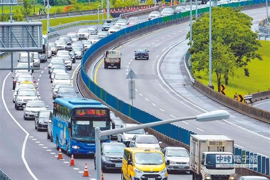 台湾这条隧道塞车恶梦为何不断上演?学者怒揭盲点:当局官员缺脑