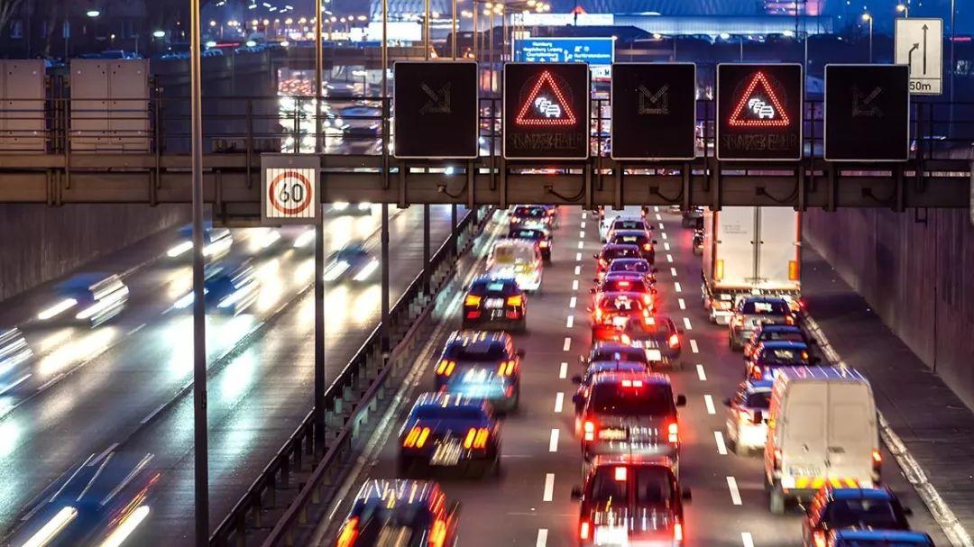 销量遭遇首下滑,新能源汽车拐点或将至