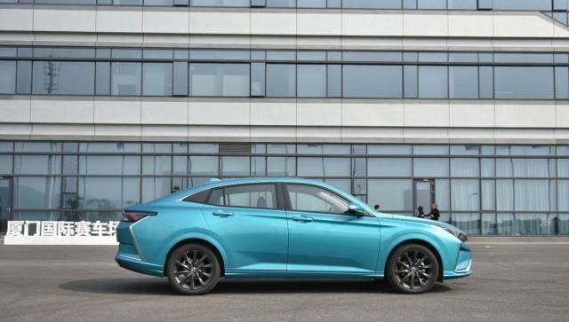这台国六新车帅气好看还带自动驾驶,顶配才10.99万?