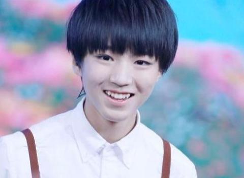 """王俊凯新造型与童年的自己撞衫,网友:""""整容式""""长大呀!"""