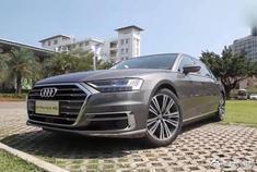 视频:全新的设计语言,让这款奥迪A8L满满的奢华感!开上路没车敢靠近