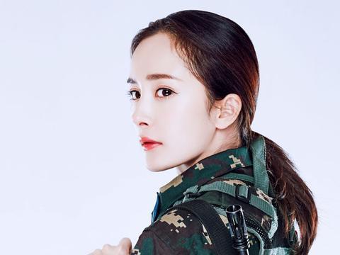 女星穿军装,刘亦菲清纯杨幂秀气刘诗诗婉约,只有她最具军人风范