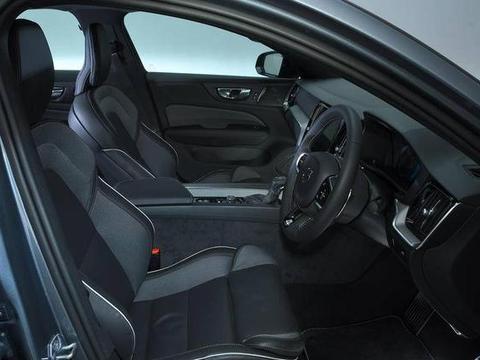S60该买进口还是国产?安全标杆有差异,T5动力真能碾压3系