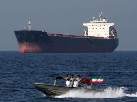 首个响应美国,以色列去波斯湾护航,为何随时会被击沉