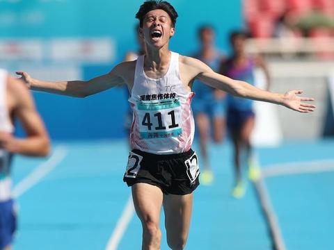 田径——体校甲组男子10000米决赛:石智江夺冠