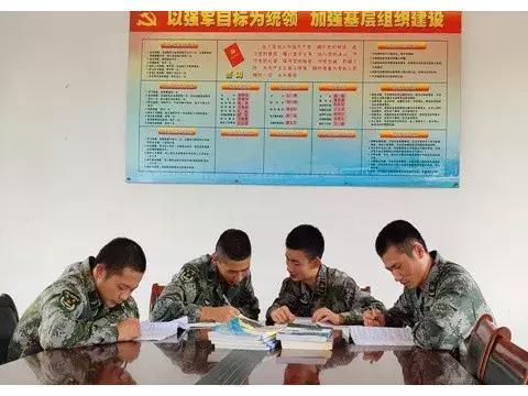 """4封军校录取通知书,来自于第71集团军某旅""""老槐树""""下"""