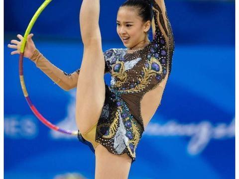 表白宁泽涛的体操女神,秀240度一字马美出新高度,今25岁仍单身