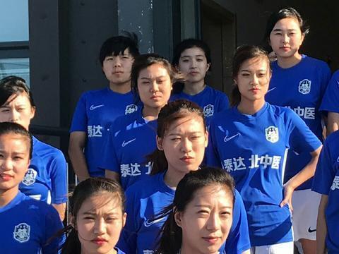 中国女足迎第一对双胞胎美女!姐妹俩颜值出众,球技了得,还是网红!